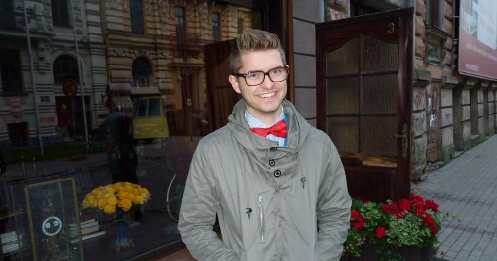 cropped-Red_bow_tie_in_Riga_Dennis_Widmark_blogg_blog.jpg