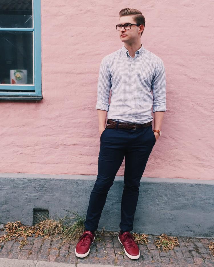 Dennis Widmark vid rosa vägg